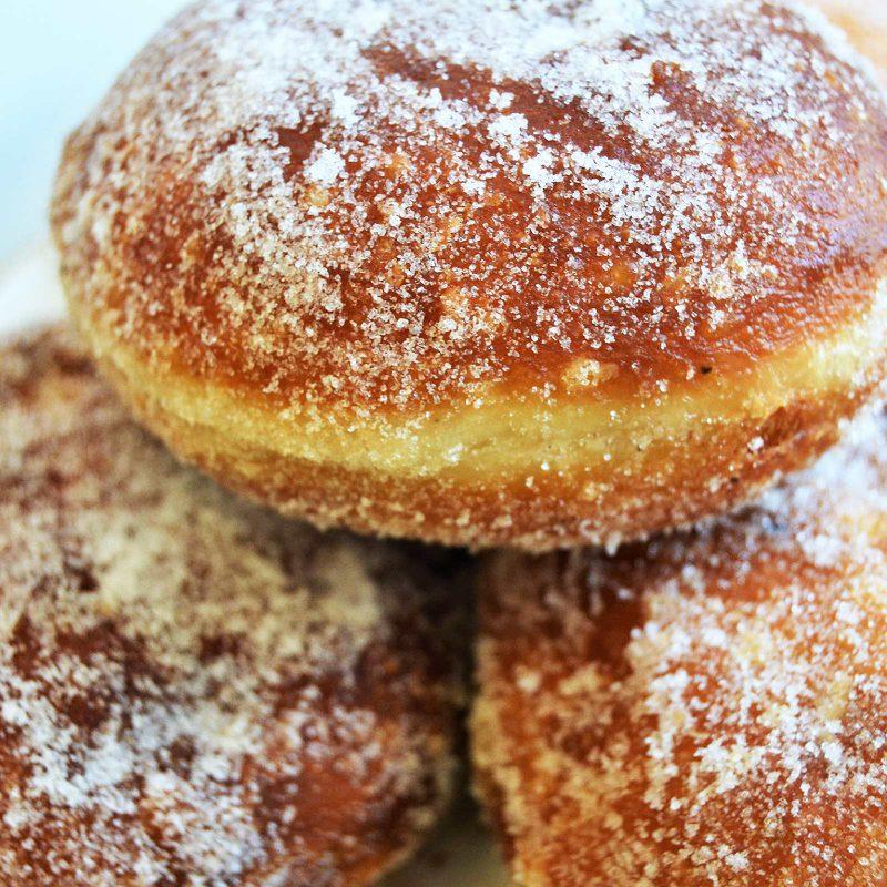 Pullat, leivonnaiset ja munkit Kahvila Aamuruskosta